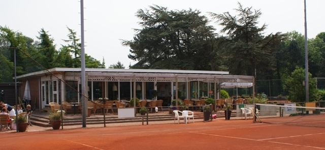 Clubhuis van de TV Bennebroek, tennispark